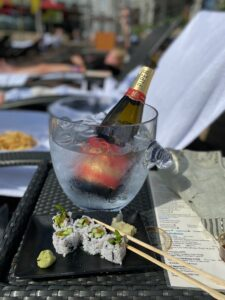 24 hrs in Singapore - champagne and sushi