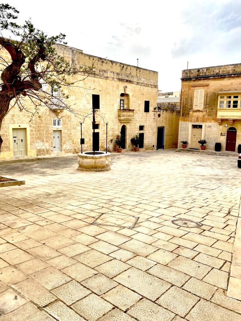Mesquita Square in Mdina